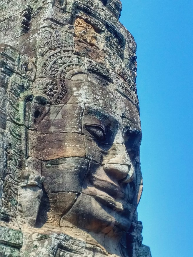 bayon faces smiling temple