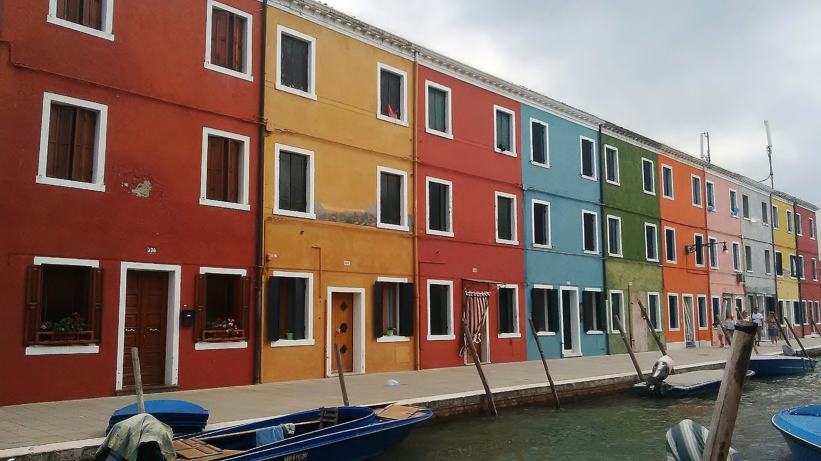 burano colourful buildings